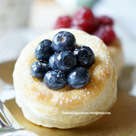 puff pastry blueberry tart